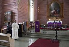 Påskegudstjenester fra Sømna kirke kan du følge hjemmefra